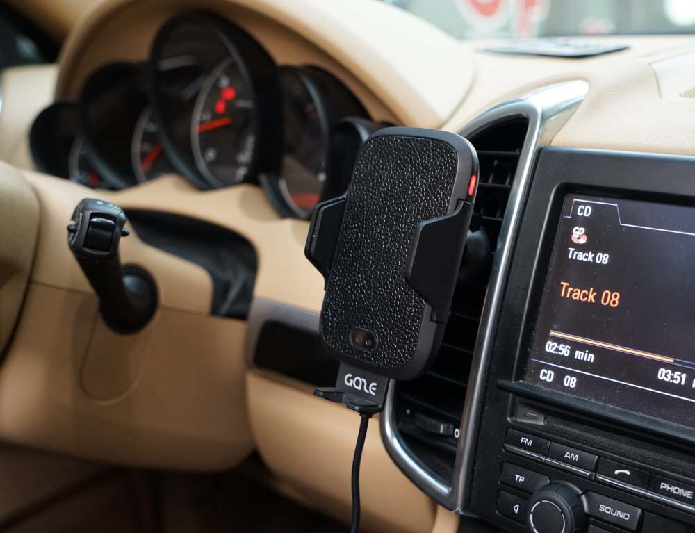 gazeon-automatic-wireless-car-charger-01