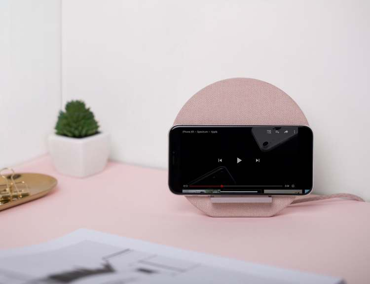 Native-Union-Dock-Wireless-Charging-Stand-02