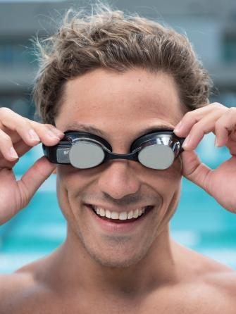 FORM_Swimmer_Portrait