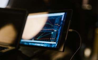Mobile-Pixels-DUEX-Pro-Dual-Display-Laptop-Monitor-07