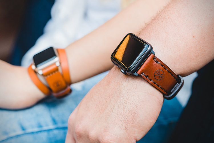 Arrow-and-Board-Leather-Apple-Watch-Band-3-1087x725