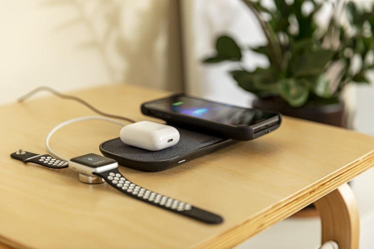 roc-dual-charge-pad_airpods-watch-jp-access-table-plant_2000px