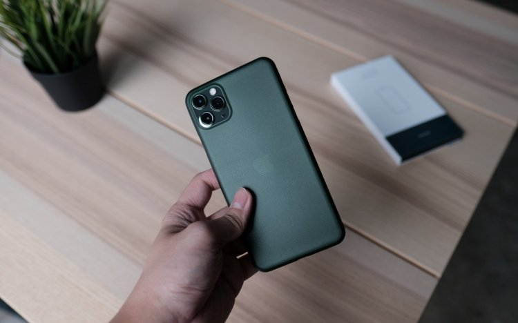 Bare_Naked_-_Thinnest_Case_for_iPhone_11_Pro_and_11_Pro_Max_-_Midnight_Green_1600x